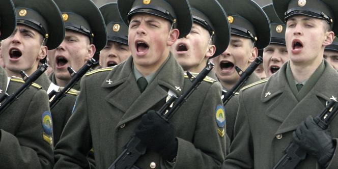 Des soldats russes lors d'une répétition d'une parade militaire à Alabino.
