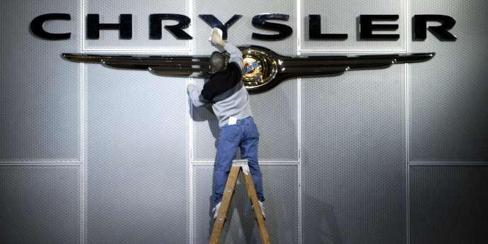 Chrysler prévoit de ne vendre que quelques centaines de voitures électriques en Californie, pour se conformer à l'obligation fixée par cet Etat aux constructeurs d'offrir aux consommateurs ce type de véhicules sur son marché.
