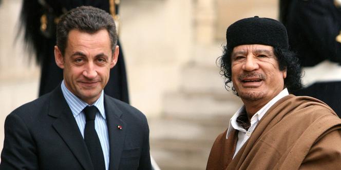 Nicolas Sarkozy et Mouammar Kadhafi, lundi 10 décembre 2007 à l'Elysée.