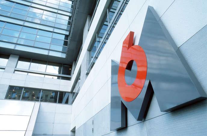 Vue non datée du logo de M6, prise dans le patio du siège de la chaîne de télévision, àParis.