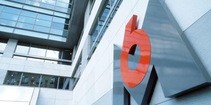 Vue non datée du logo de M6, prise dans le patio du siège de la chaîne de télévision à Paris.