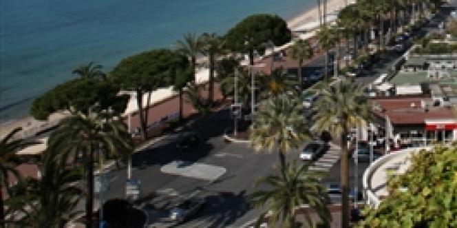 Trois jours après le braquage, pour plus de 103 millions d'euros de bijoux, à l'hôtel Carlton de Cannes, deux hommes cagoulés ont récidivé mercredi 31 juillet chez un horloger de luxe de la ville.