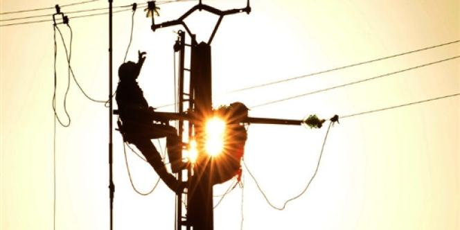 EDF est sous la pression conjuguée du gouvernement et des industriels « électro-intensifs » qui lui demandent de baisser ses tarifs pour les sites (chimie, sidérurgie, métallurgie, papier-carton…) où le prix du courant est un élément décisif dans la compétition internationale.