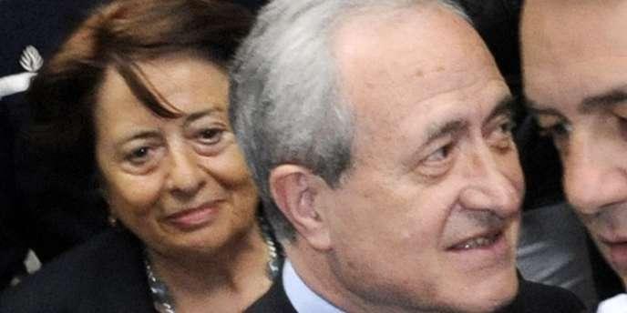 L'ancien maire de Paris et actuel maire du Ve arrondissement Jean Tibéri et sa femme Xavière arrivent le 27 mai 2009 au Tribunal correctionnel de Paris pour le jugement dans l'affaire des faux électeurs du Ve l'arrondissement.