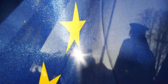 A la veille des élections européennes du 25 mai, les critiques à l'égard des accords de Schengen, qui encadrent les conditions de libre circulation des Etats membres de l'Union européenne, refont surface dans le débat public, portées essentiellement par la droite et l'extrême droite.
