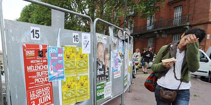 Affiches officielles de la campagne des élections européennes à Toulouse, le 26 mai 2009.