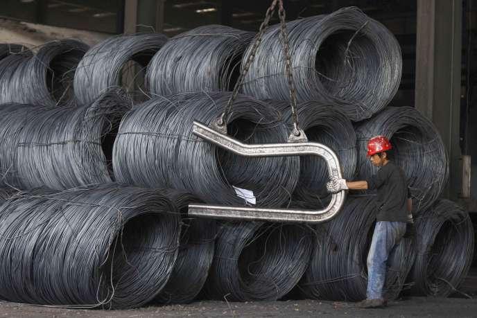 Bobines de fer sur un site industriel chinois. « La Chine est toujours la clé majeure des marchés mondiaux », explique Philippe Chalmin, coordonnateur de « Cyclope » et professeur à l'université de Paris-Dauphine.