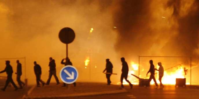 En novembre 2007, des émeutes éclatent à Villiers-le-Bel, deux ans après celles parties de Clichy-sous-Bois.