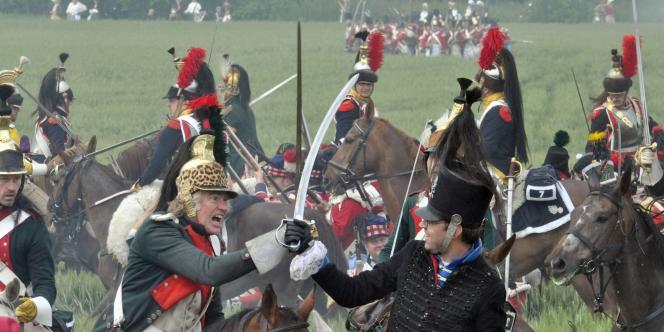 Des amateurs d'histoire rejhouent la bataille de Waterloo, en Belgique.