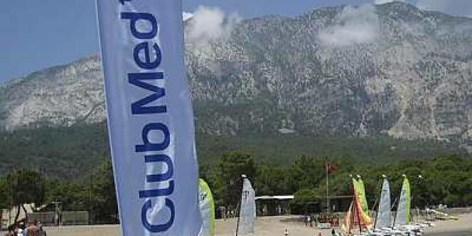 La nouvelle offre de rachat du Club Med  formulée par Fosun est 5 % supérieure à celle de l'homme d'affaires italien Andrea Bonomi.