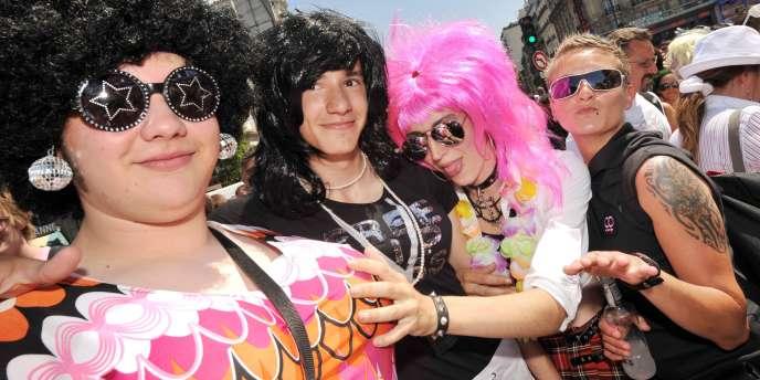 La Marche des fiertés lesbiennes, gay, bi et transsexuelles, à Paris le 27 juin 2009.