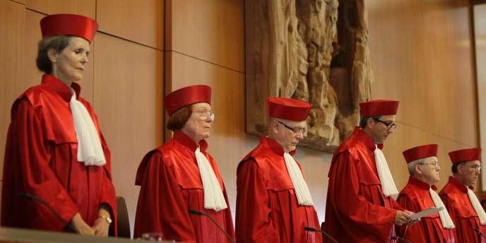 Une porte-parole de la Cour constitutionnelle allemande a indiqué que l'institution comptait toujours rendre le 12 septembre sa décision sur le mécanisme de secours européen MES, malgré le dépôt d'une nouvelle plainte.