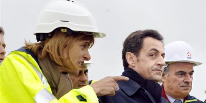 Anne Lauvergeon, la présidente d'Areva, Nicolas Sarkozy, le chef de l'Etat, et Pierre Gadonneix, le PDG d'EDF, visitent le chantier EPR de Flamanville (Manche), le 6 février 2009.