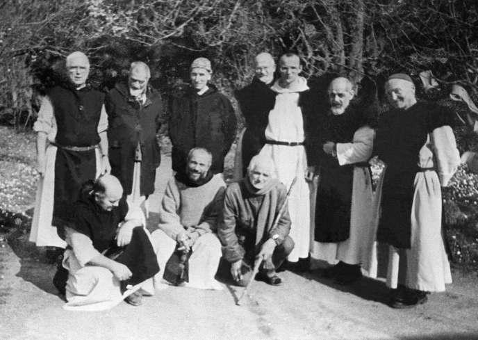 Sur cette photo de groupe, non datée, figurent les sept moines qui furent enlevés dans la nuit du 26 au 27 mars 1996 dans leur monastère de Tibéhirine, au sud d'Alger.