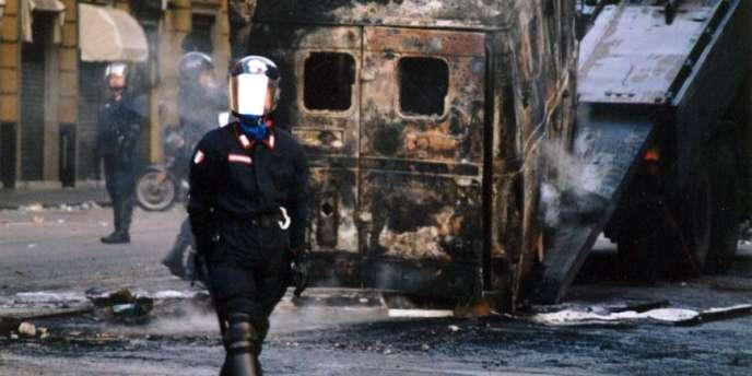 Emeutes anti-G8, en juillet 2001, à Gênes, en Italie.