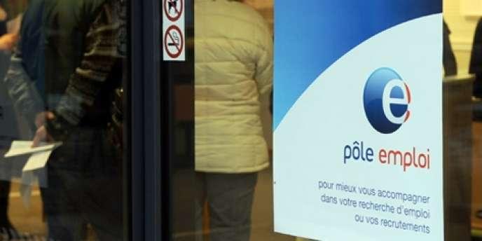 Au total, la situation financière de l'assurance chômage amorcerait un redressement d'une ampleur de 4,3 milliards d'euros, entre fin 2011 et fin 2014.