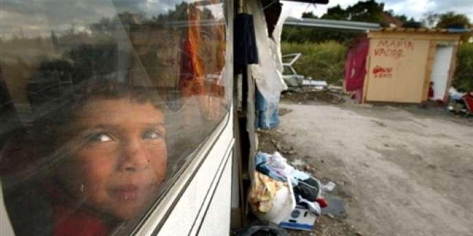 Démantèlements de camps et reconduites à la frontière sont déjà une réalité, dénoncent les associations.