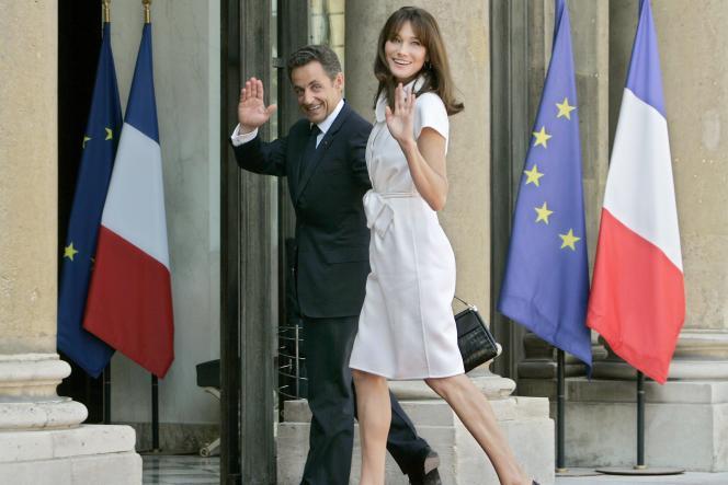 Nicolas Sarkozy et sa femme, Carla, sur le perron de l'Elysée, le 14 juillet.