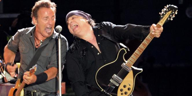 Bruce Springsteen - à gauche - et le guitariste Little Steven, le 16 juillet 2009, à Carhaix-Plouger.