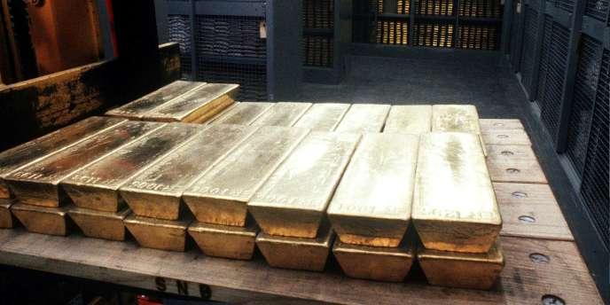 Des lingots d'or dans les coffres d'une banque.