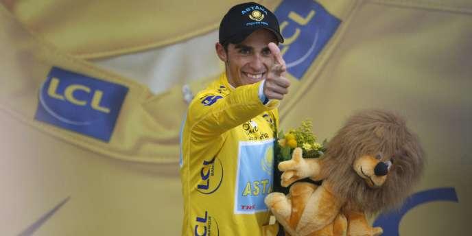 Le vainqueur du Tour 2010, Alberto Contador, rejoint l'équipe danoise Saxo Bank.
