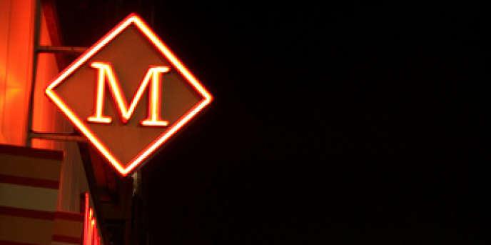 Depuis mai 2000, Monoprix est détenue à parité par Casino et par les Galeries Lafayette.