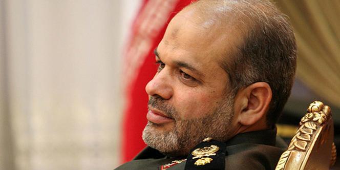 Actuel ministre de la défense et ancien dirigeant de la force Al-Qods, Ahmad Vahidi (ici en mars 2008) est recherché par Interpol pour son implication présumée dans des attentats perpétrés en Argentine dans les années 1990.