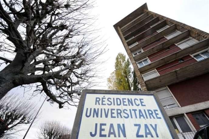 Construite en 1955, elle comptait près de 3 000 logements jusqu'à la démolition, en 2010, de 810 d'entre eux.