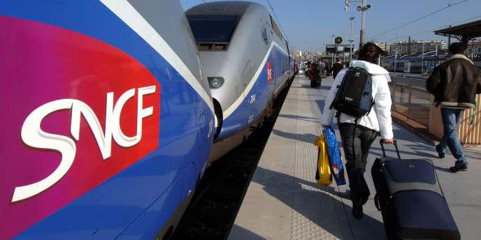 La loi sur la réforme ferroviaire, qui met fin à la séparation actuelle entre Réseau ferré de France (RFF) et la SNCF, a été publiée mardi 5 août au
