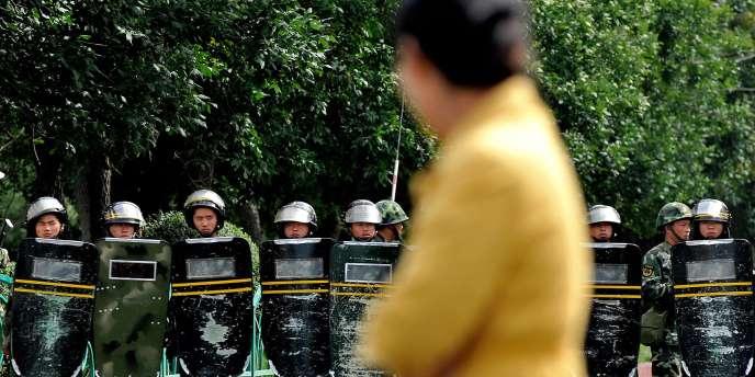 Les forces chinoises déployées à Urumqi, la capitale de la région autonome ouïgoure du Xinjiang, en Chine, en 2009.