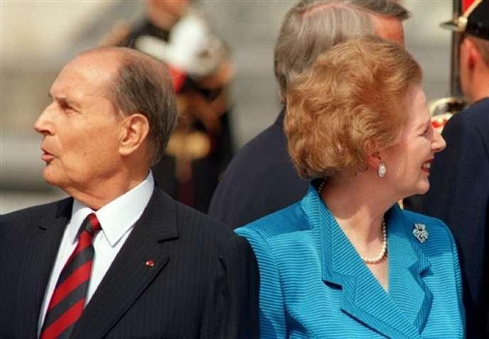 François Mitterrand et Margaret Thatcher le 14 juillet 1989, à Paris.