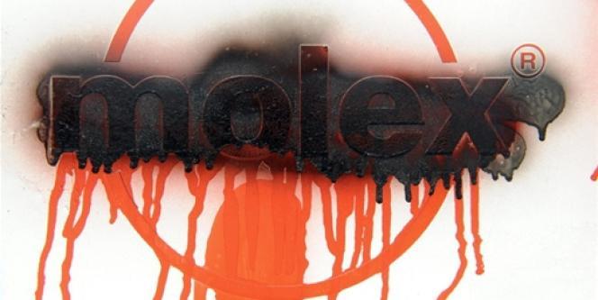 Un logo de l'usine Molex tagué en septembre 2009 à Villemur-sur-Tarn.