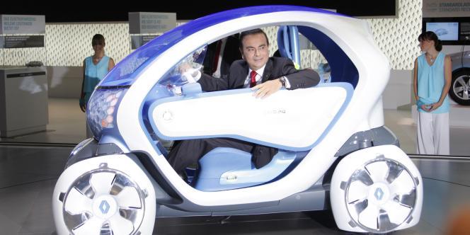 Renault ambitionne de devenir leader mondial des voitures électriques. La Twizy, un quadricycle à deux places, est sortie mi-2012.