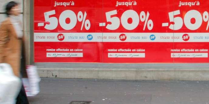 Les soldes, qui commenceront plus tard en PACA, en Corse et dans les DOM-TOM, sont les seuls moments de l'année où les commerçants peuvent vendre à perte pour écouler leurs stocks.