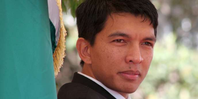 Le président Andry Rajoelina, porté au pouvoir par un coup d'état militaire, a décidé de présenter sa candidature à l'élection présidentielle, revenant ainsi sur promesse.