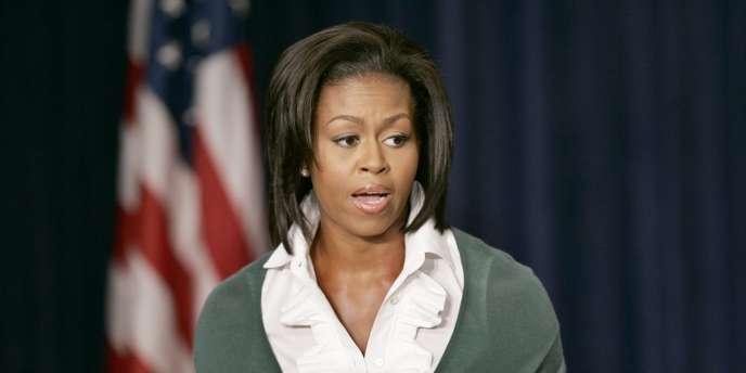 Michelle Obama demande notamment l'amélioration des qualités nutritionnelles des repas dans les cantines scolaires.