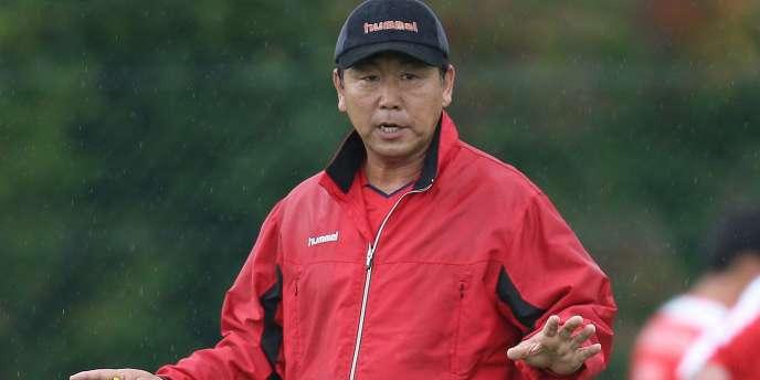 Kim-Jong hun, ancien sélectionneur de la Corée du Nord, ici lors d'un stage en France en octobre 2009.