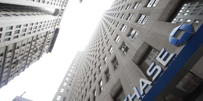 JPMorgan Chase & Co est une holding financière, née de la fusion entre la Chase Manhattan Bank et JPMorgan & Co en janvier 2001.