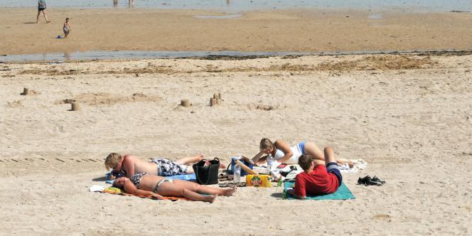 Sur une plage de Saint-Aubin-sur-Mer, en juillet 2008.