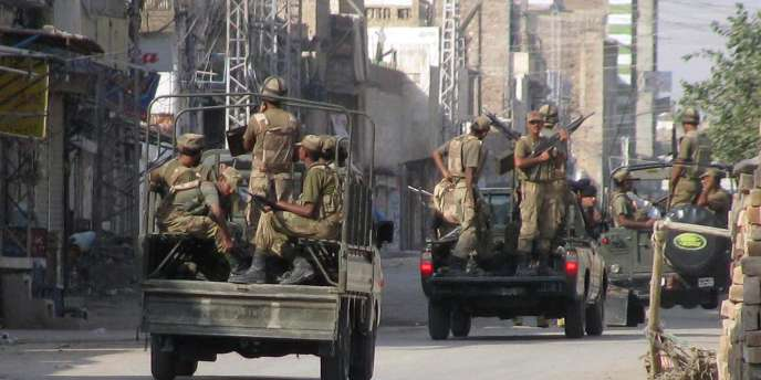 Une patrouille de l'armée pakistanaise en octobre 2009.