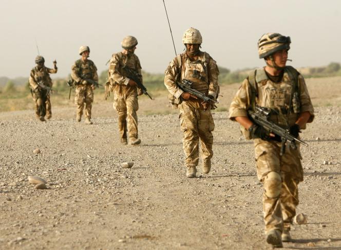 Selon le ministère de la défense, les forces britanniques en Afghanistan ont le droit de garder en prison des suspects pendant quatre-vingt-seize heures, une durée qui peut être prolongée dans certaines