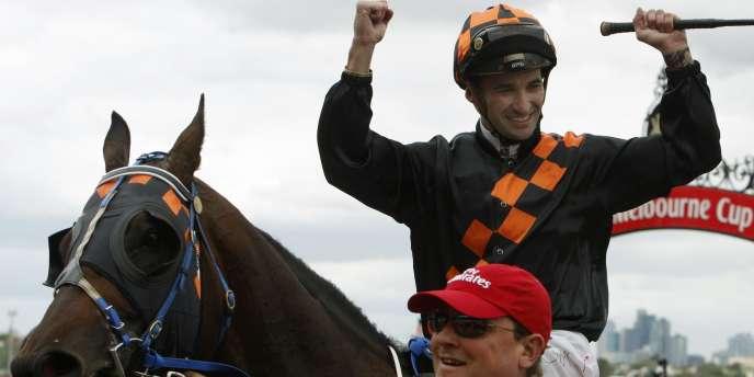En 2009, la victoire était revenue au cheval Shocking monté par le jockey Corey Brown.