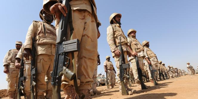 Des soldats saoudiens en faction à la frontière avec le Yémen dans la région de Khuba, le 8 novembre 2009.