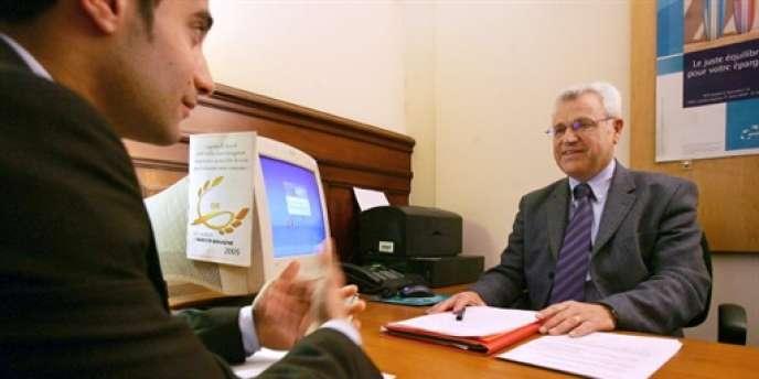 Une chaise instable peut faire capoter la plus grande des négociations. Ici, dans une agence de la banque BNP Paribas.