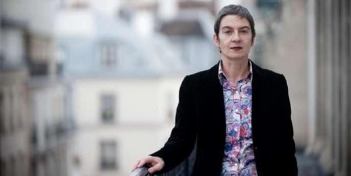 L'avocate Caroline Mécary pose le 10 novembre 2009 dans son bureau à Paris.