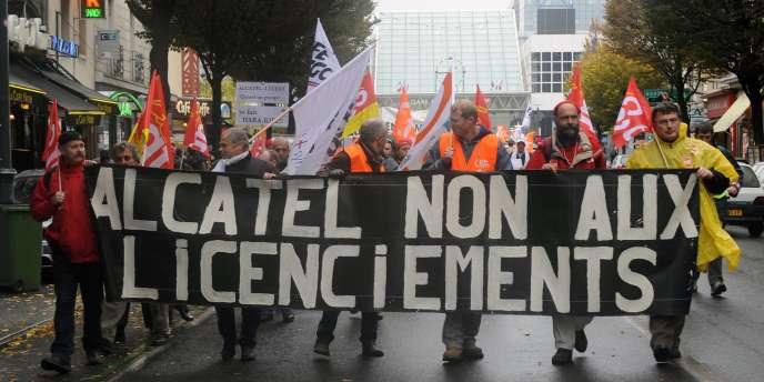 Une manifestation de salariés d'Alcatel contre les licenciements à Rennes, le 10 novembre 2009. Le groupe a déjà subi les cinq plans sociaux depuis 2007.