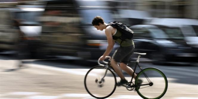 Pistes cyclables, couloirs de bus et de tramways : l'espace urbain doit faire de la place à ces nouveaux aménagements.