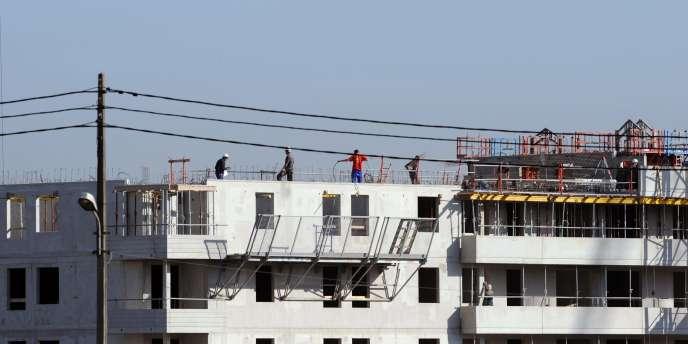 Les plus touchés sont ceux qui, comme Saint-Gobain (Point P), approvisionnent les professionnels de la construction en matériaux, louent des grues.