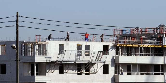 Vue, prise le 10 octobre 2008 à Toulouse, d'un chantier de construction d'appartements neufs.