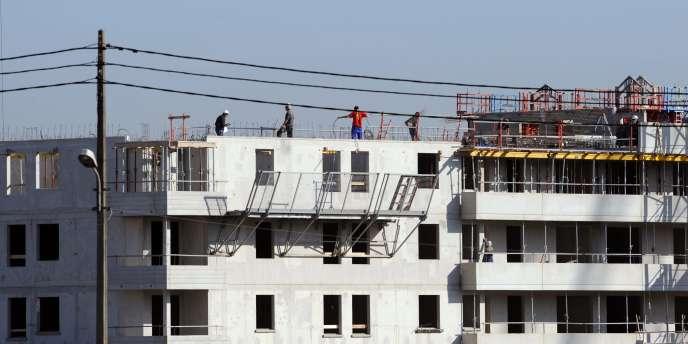 Un chantier dans l'agglomération toulousaine. Surtout de puis la crise de 2008, certaines entreprises du bâtiment ont mis à profit la directive européenne qui permet d'employer des travailleurs étrangers afin de faire baisser leurs coûts.
